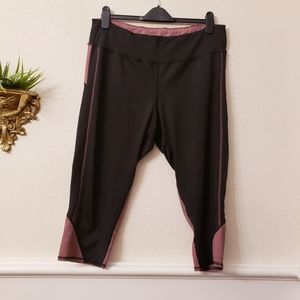 Maurices in motion Capris